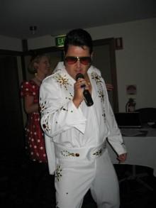 elvis_karaoke_night_november_2006-064